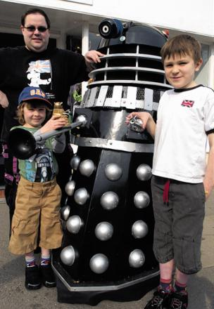 Ben Hunt, Mathew Little and shop owner Matt Booker with one of the daleks		                                  (31408/4)diane vose
