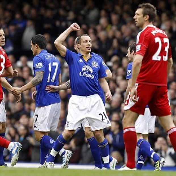 Leon Osman (centre, right)