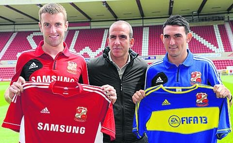 Paolo Di Canio (centre), with new signings Andy Williams (left) and Gary Roberts at the County Ground