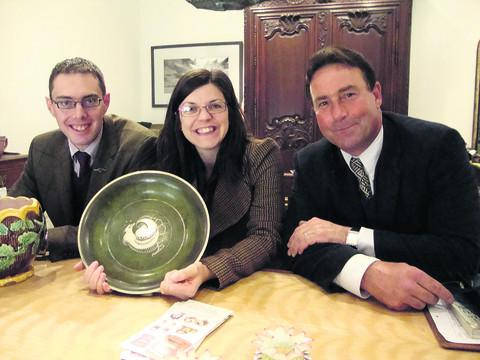 Richard Edmonds, left, Tora Butler and Gordon Brockman value antiques to raise money for Langley Fitzurse Primary School
