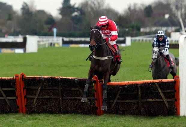 L'Unique and Robert Thornton on their way to victory at Kempton today
