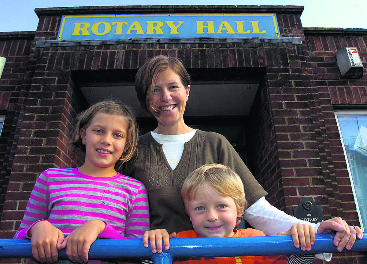Elena Stevens with Alexei and Zina outside the Rotary Club hall (PM666) By paul morris
