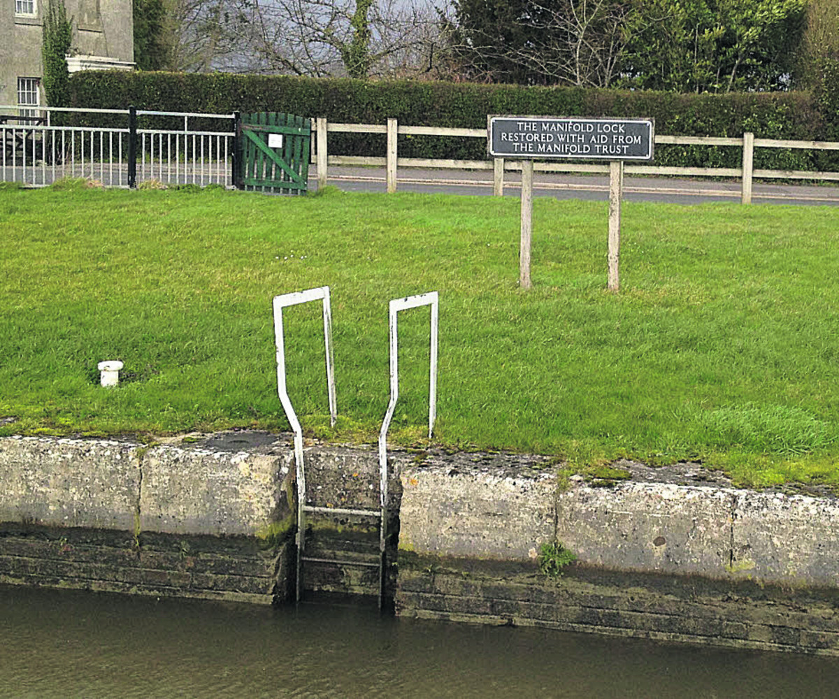 Lock gates on the Caen Hill flight in Devizes hav