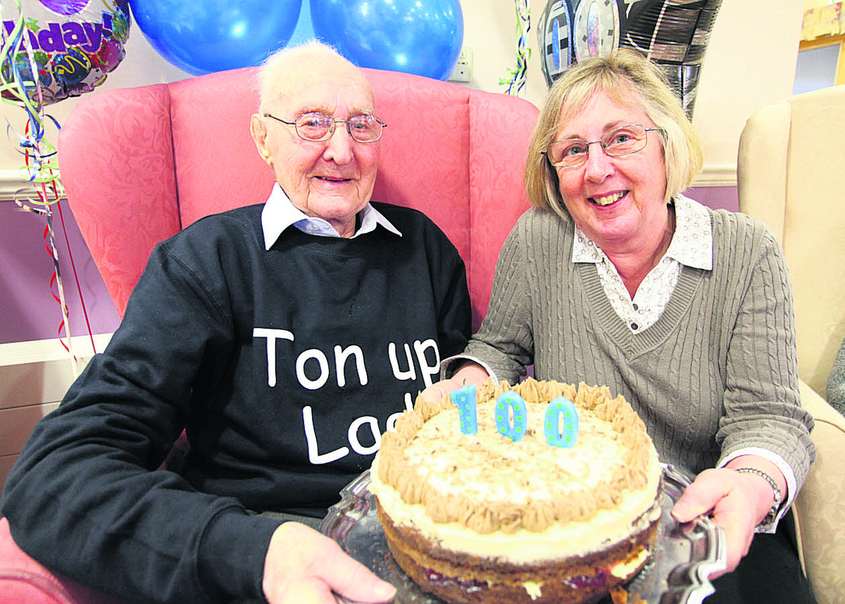 Jim Howard celebrates his 100th birthday with daughter Lynn Long      (VS177) PICTURE BY VICKY SCIPIO