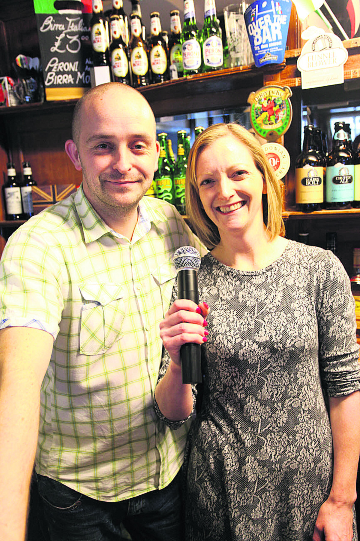 David and Nicola Moody of The Three Cups  	                 (VS203)