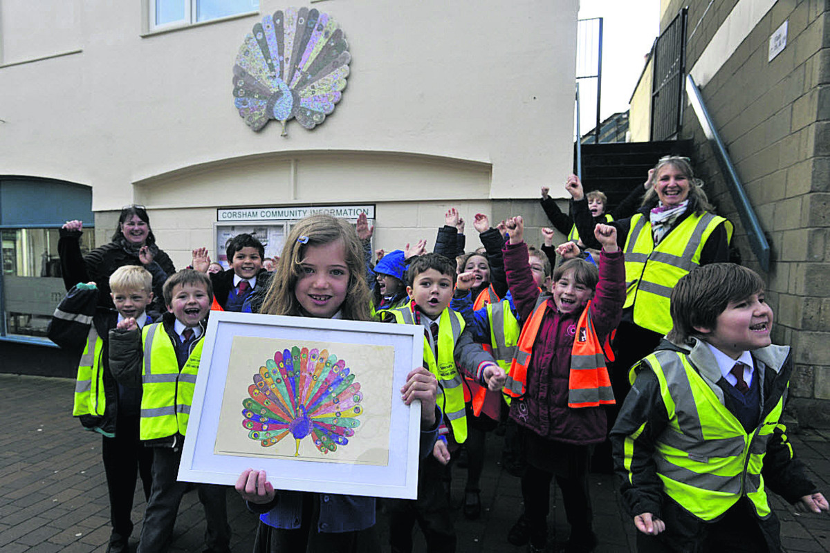 Gabriella Allen holds her design as St Patrick's classmates see the mural in Corsham precinct, with Sue Witts back left                      (49211-4) By GLENN PHILLIPS13gh