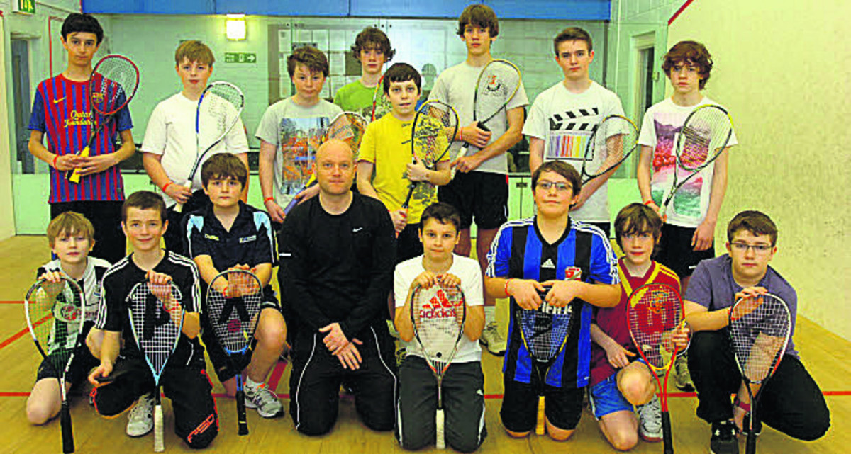 Wiltshire Squash's Dax Mellor (above, black top) with the Sports Stars youngsters     Picture by Paul Morris (PM1115-0)