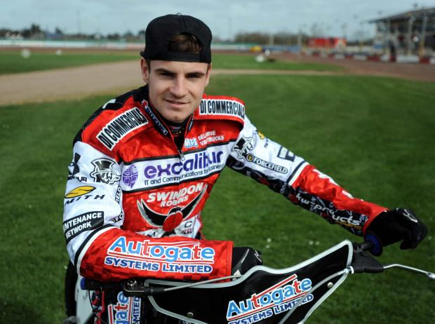 The Wiltshire Gazette and Herald: Swindon Robins rider Steve Worrall