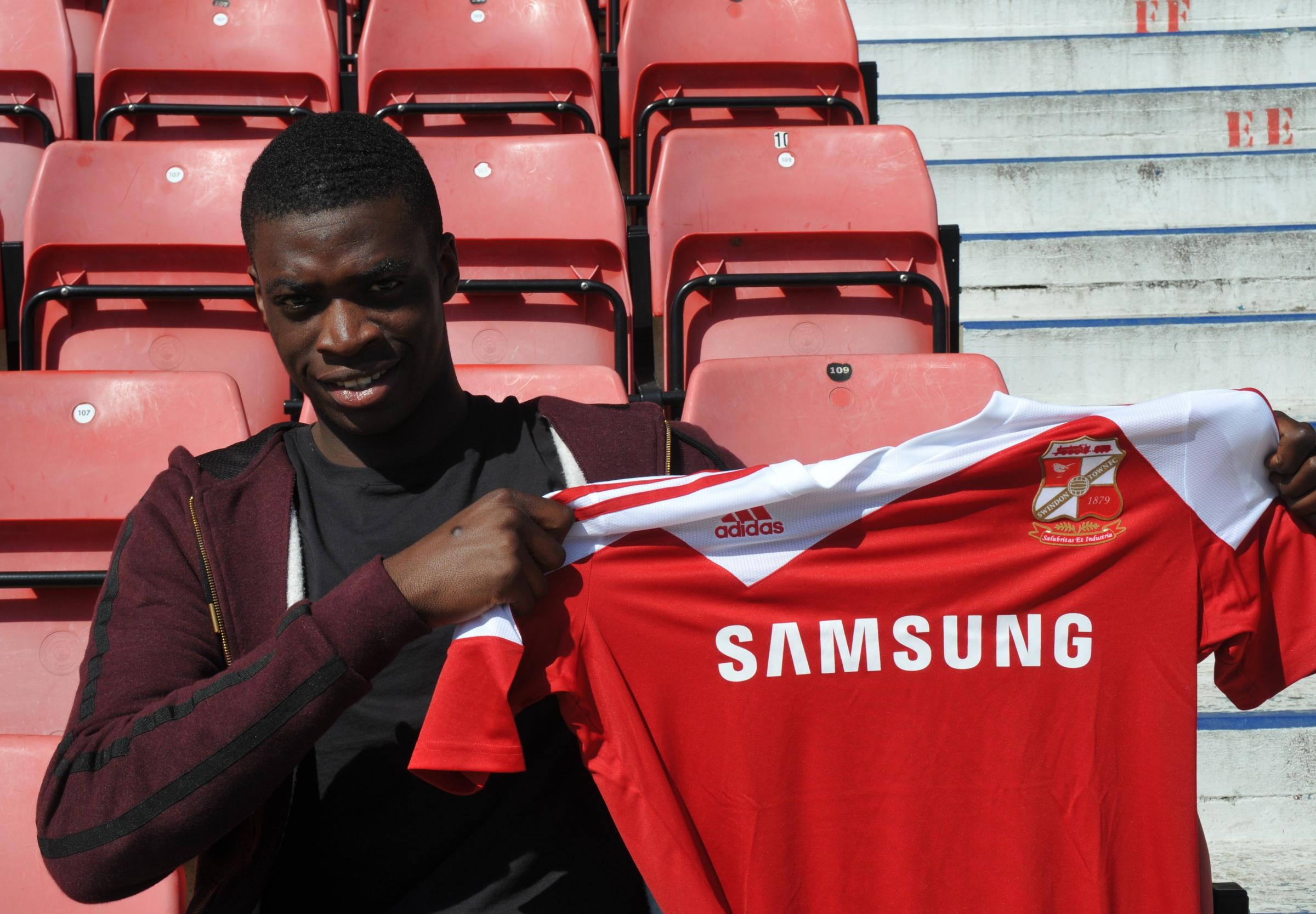 Josue Antonio will sign a one-year contract with Swindon Town. The defender currently plays for Staines Town.