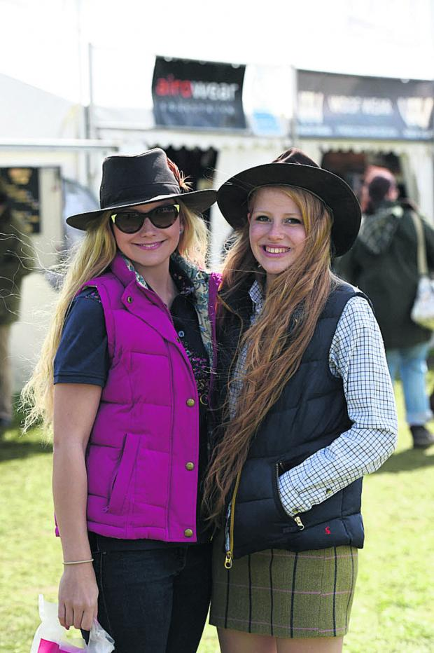 The Wiltshire Gazette and Herald: Roxanne Skidmore and Rosalie Woodman at Badminton Horse Trials