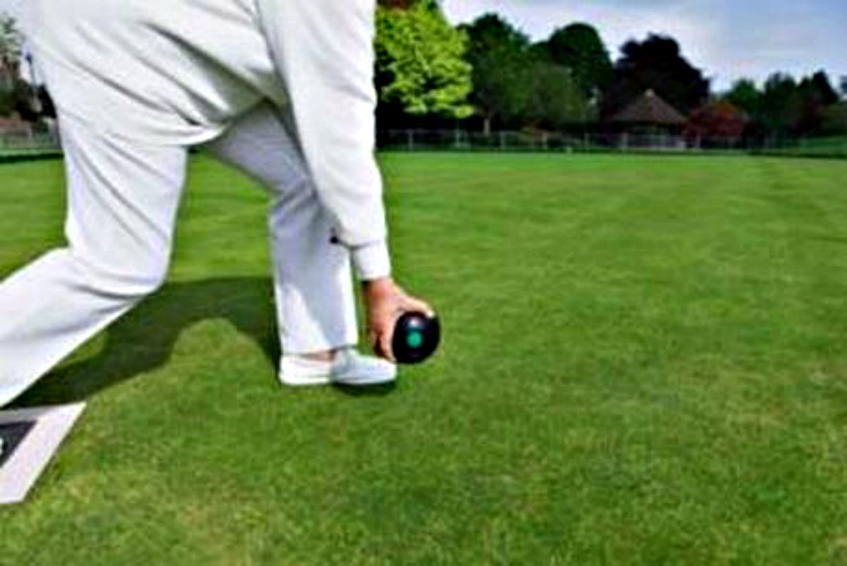 BOWLS: Holt dominate fours semi finals