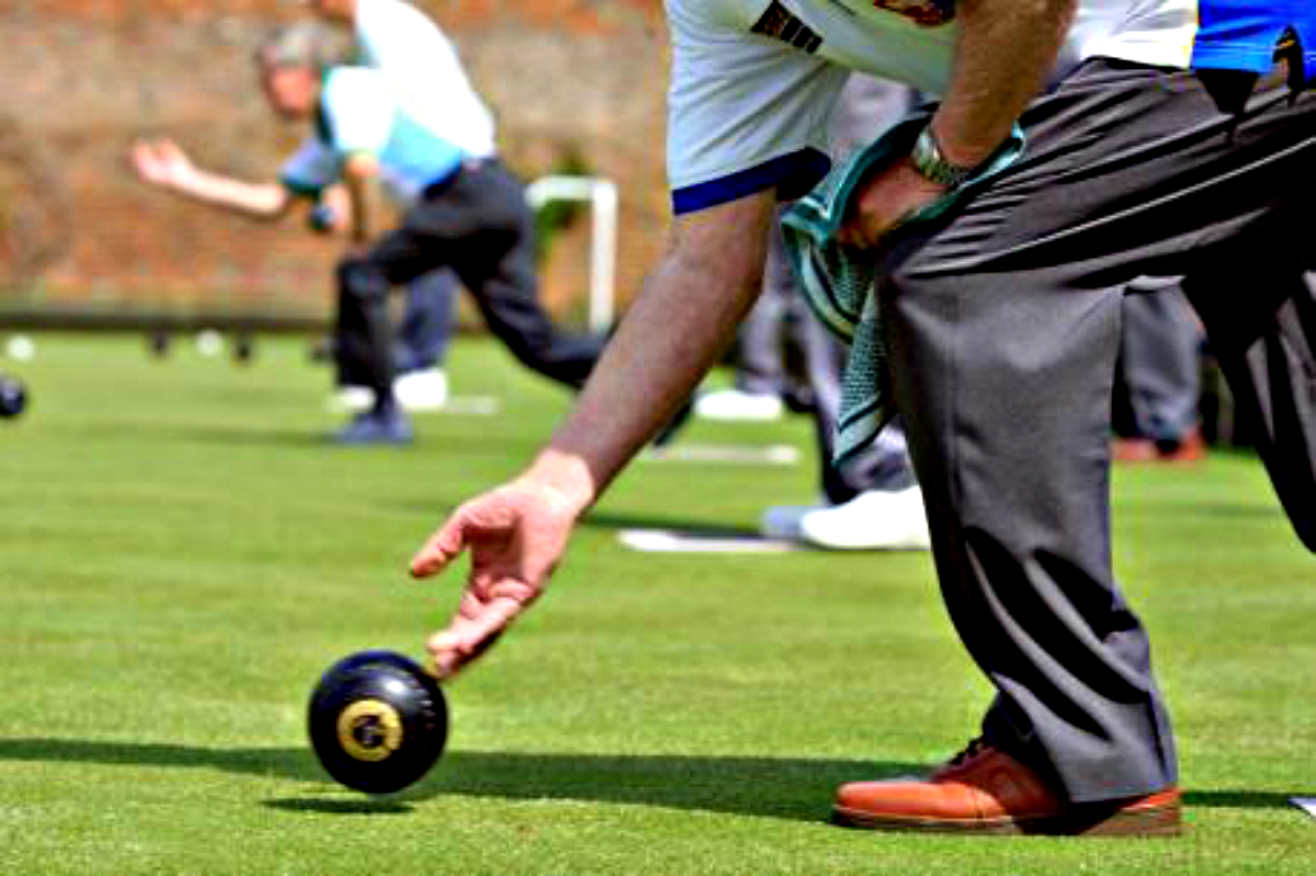 BOWLS: Chippenham Town to host semi finals