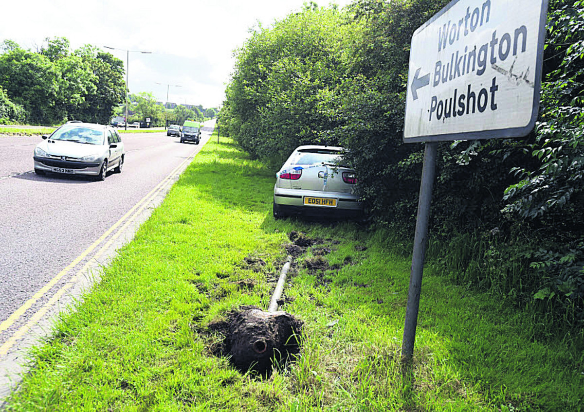 Police appeal for witnesses to crash on Caen Hill, Devizes
