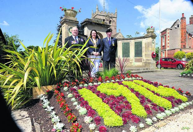 From left, Jeff Matthews, mayor Sarah Bridewell and Alan Thomson at the memorial display                          (PM1196) By Paul Morris