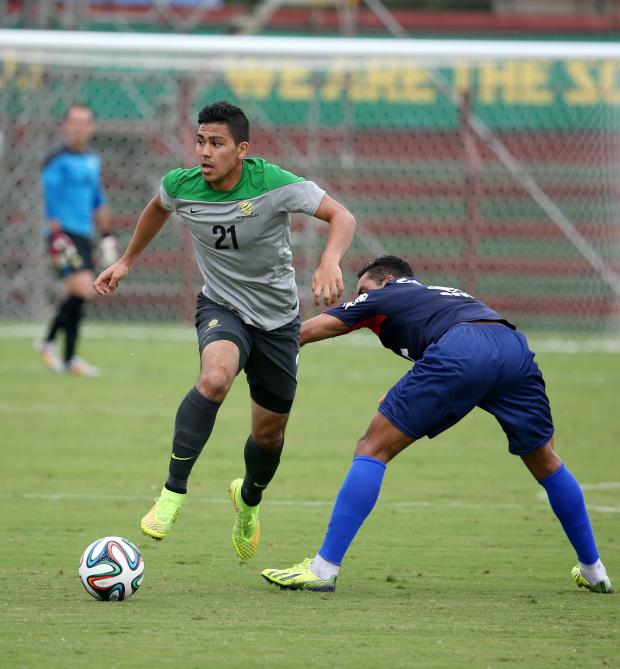The Wiltshire Gazette and Herald: Massimo Luongo in action for the Socceroos against Paraná Club