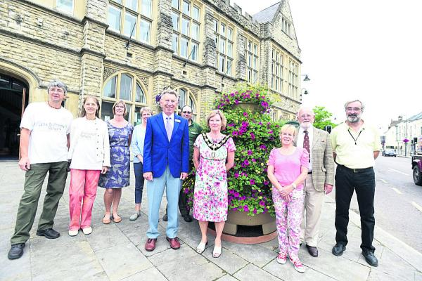 The judges and the Calne in Bloom Team join town mayor Heather Canfer outside the Town Hall