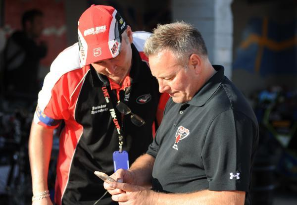 The Wiltshire Gazette and Herald: Michael Hunt, left, shares a word with Robins boss Alun Rossiter