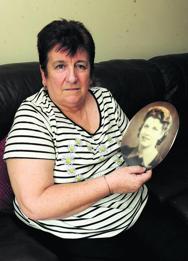 Glenys Kyte, with a picture of her mother, is looking for her long lost sister