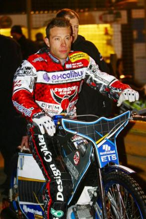 Robins' number one Peter Kildemand