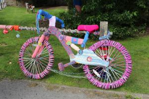 Knitters unite to yarn bomb Aldbourne