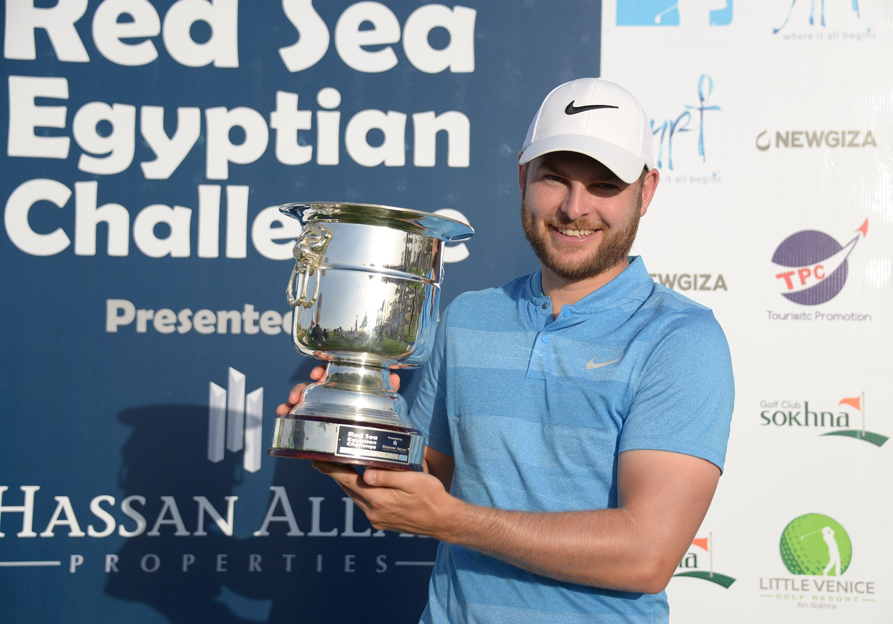 Jordan Smith celebrates with the Red Sea Egyptian Challenge trophy