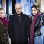 The Wiltshire Gazette and Herald: WARNING: Embargoed for publication until 00:00:01 on 03/12/2016 – Programme Name: EastEnders – TX: n/a – Episode: EastEnders – Christmas 2016 (No. n/a) – Picture Shows: *STRICTLY NOT FOR PUBLICATION UNTIL 00:01HRS, SATURDAY 3RD DECEMBER, 2016* A