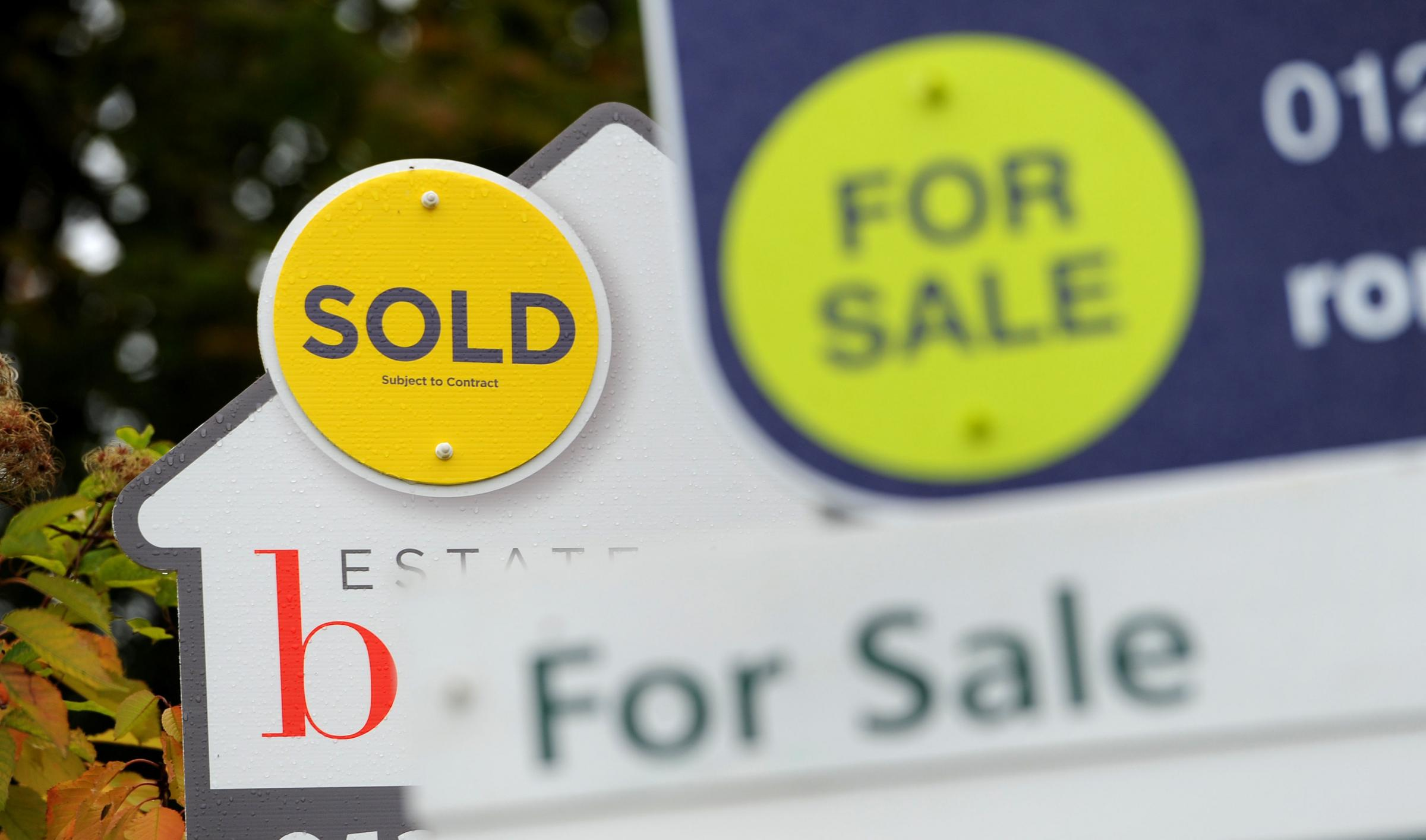 "File photo dated 14/10/14 of Sold and For Sale signs as according to an index, property prices are ""flattening out"" as household budgets continue to come under pressure. PRESS ASSOCIATION Photo. Issue date: Wednesday February 7, 2018. Halifax sa"