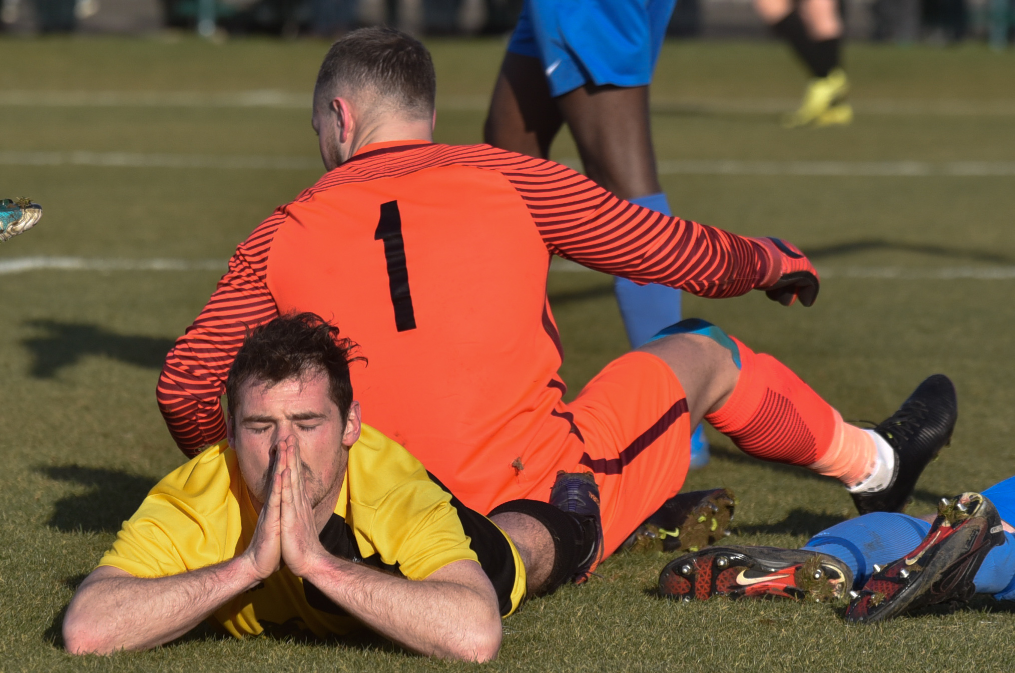 Melksham Town's Luke Ballinger is thwarted by the Thatcham Town goalkeeper. PICTURE: GLENN PHILLIPS