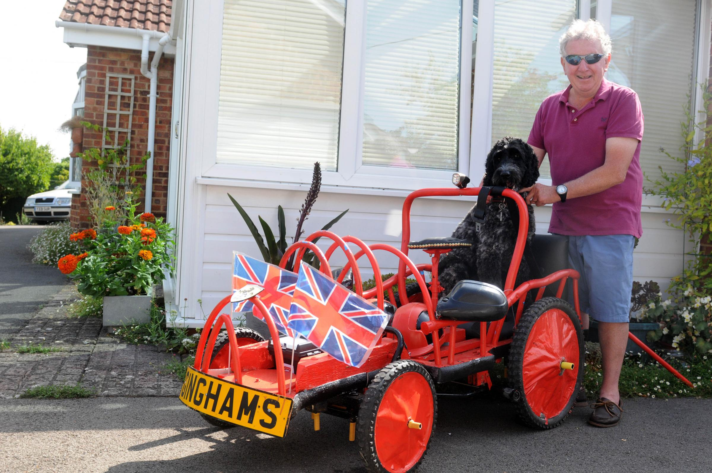 Barry Gingham and Charlie Gingham-Smith (dog) promoting Gt Cheverell soap box dairy for Dorothy Hoiuse. Photo: Siobhan Boyle SMB2497/2