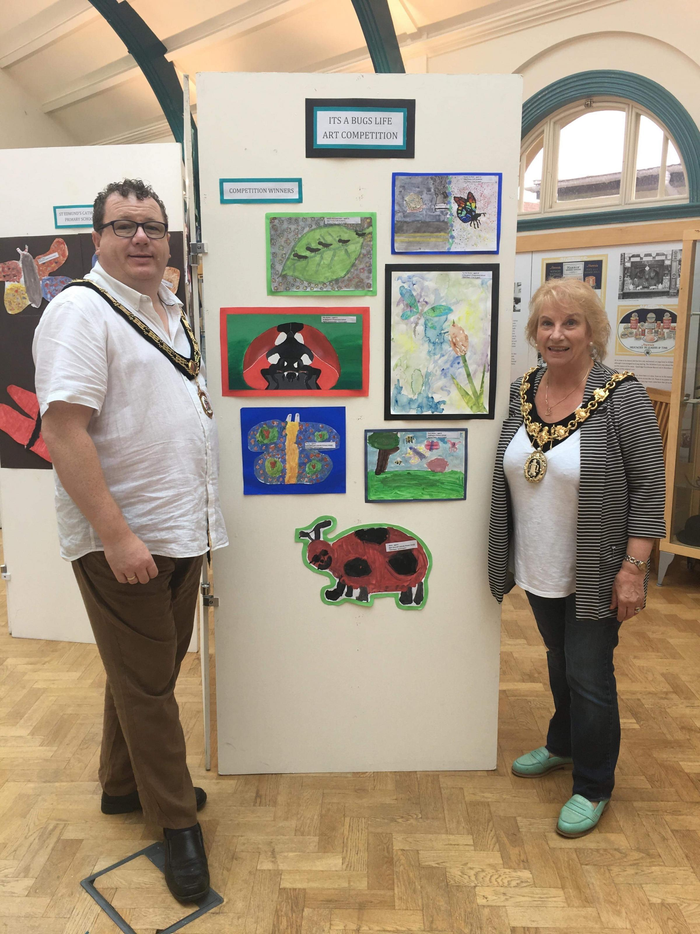 Calne Town Mayor Cllr Glenis Ansell and Deputy Mayor Cllr Robert Merrick judging the school's painting competition, part of the Britain in Bloom initiative.