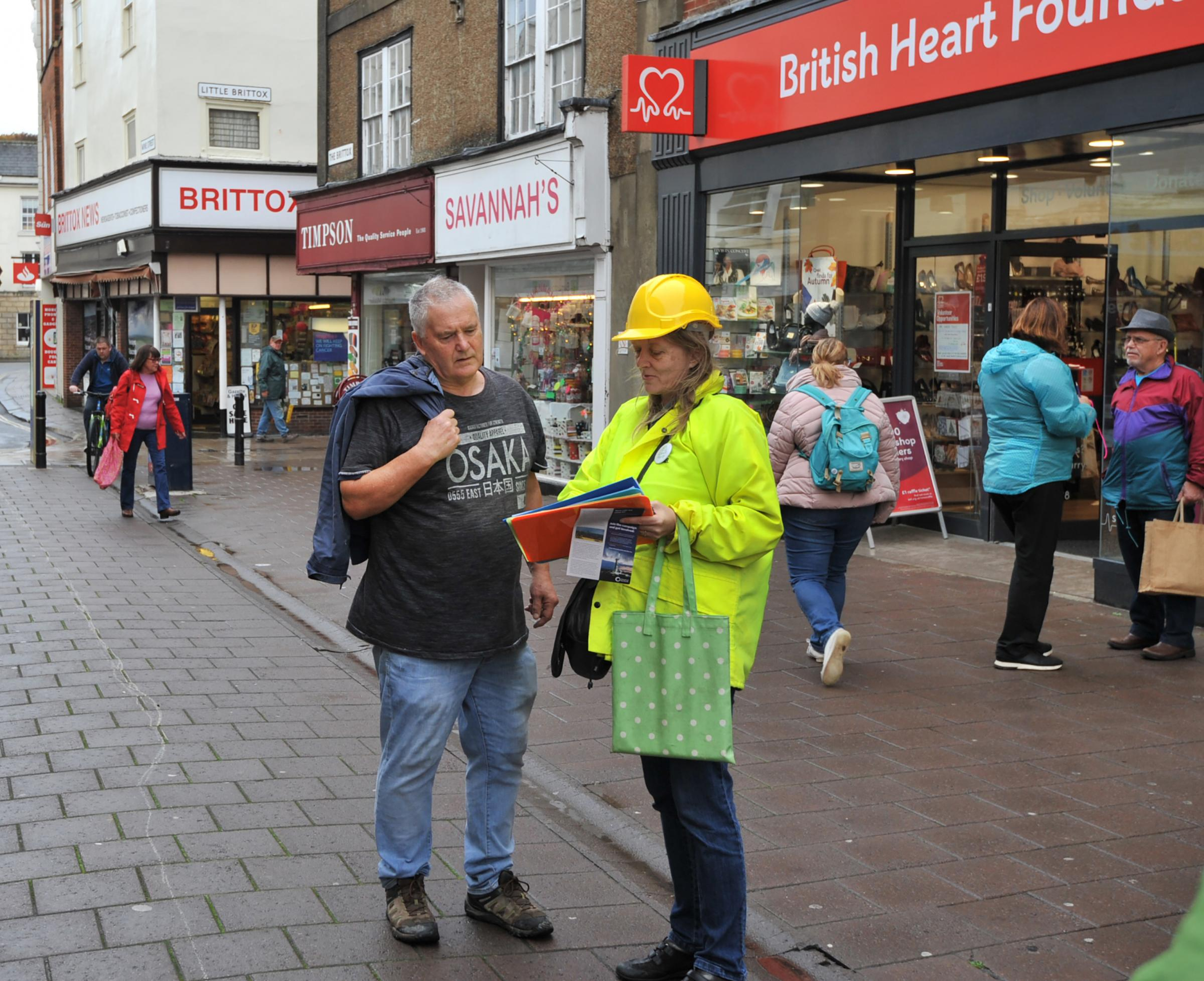 Fracking Protest.Emma Dawnay of the Green Party talks to s a shopper  in the Brittox Devizes. Photo Trevor Porter 59951 4..