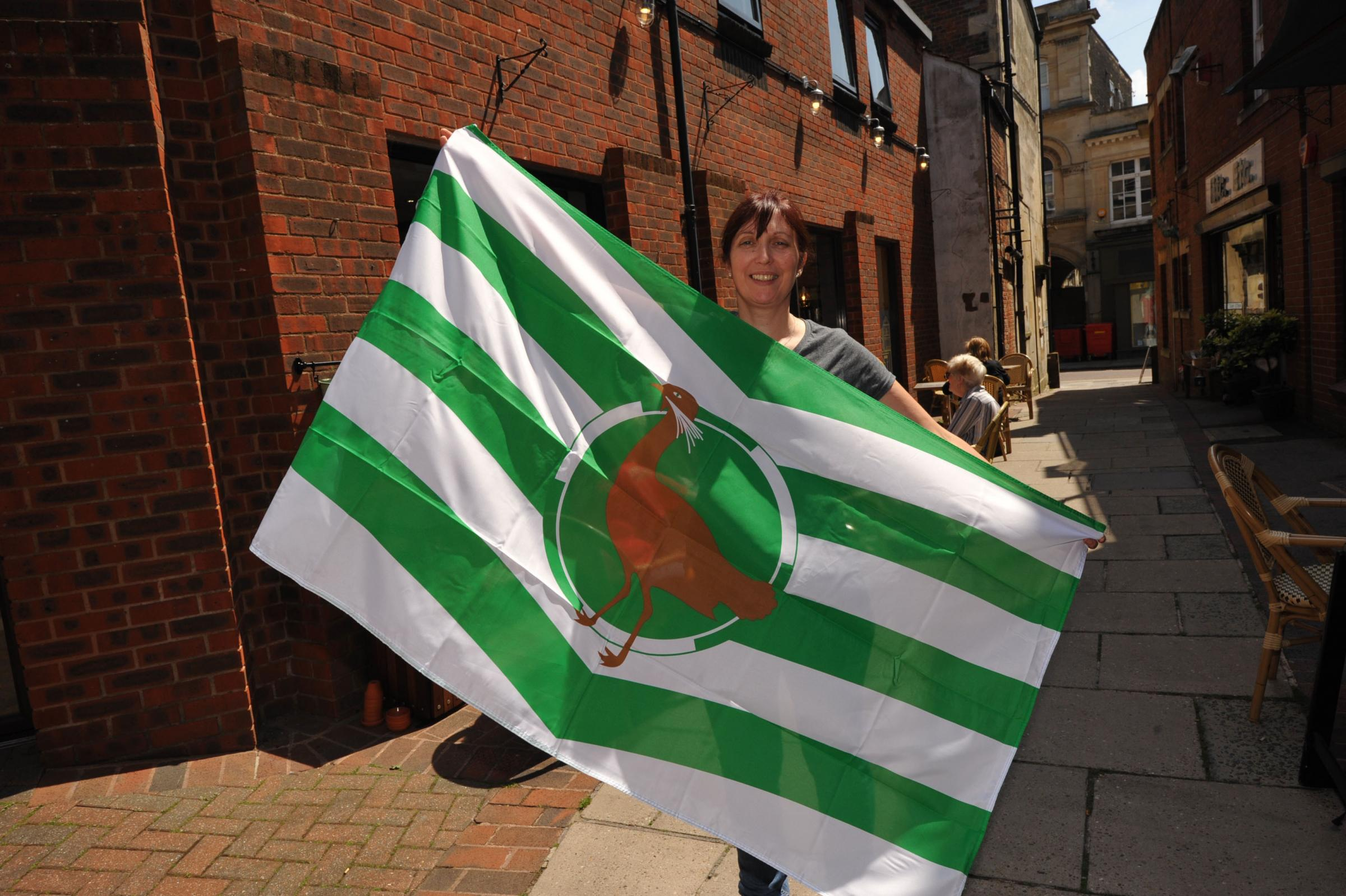59587 Wiltshire Flag. Tracy Park with the Wiltshire Flag promoting  forthcoming Wiltshire Day. Photo; Trevor Porter 59587 1..